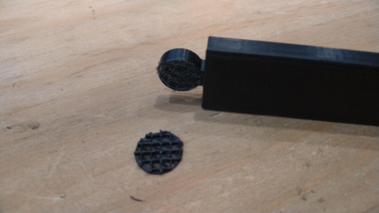 quitar el soporte del portapósteres magnético