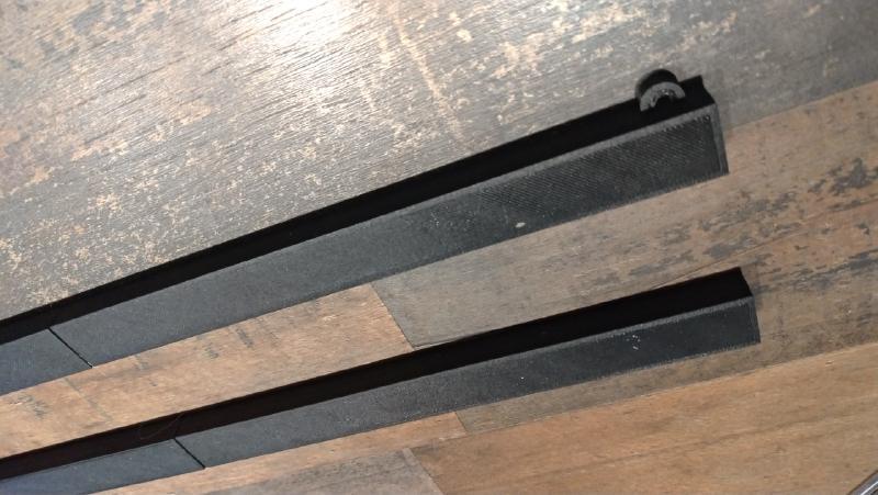 Secciones frontales del portacarteles magnético