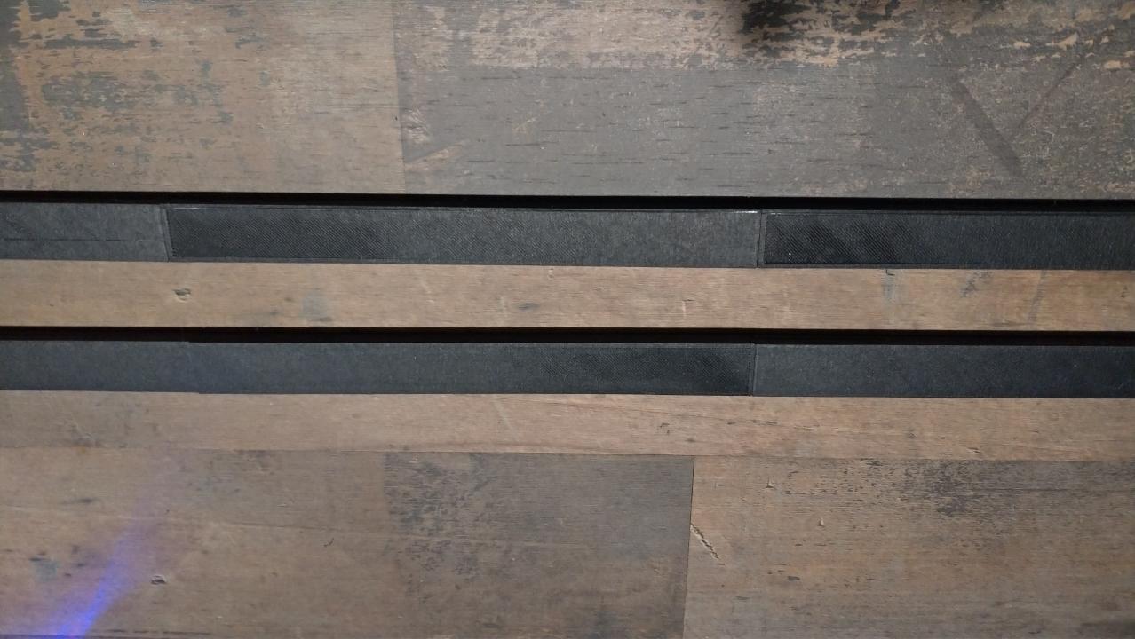 Secciones frontales encoladas del portacarteles magnético