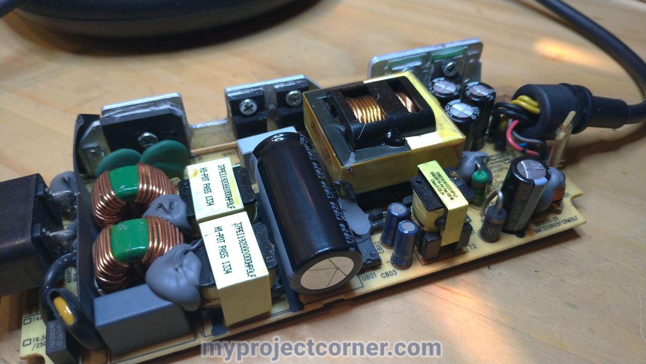 Xbox una placa de circuito de PSU con condensadores cambiados