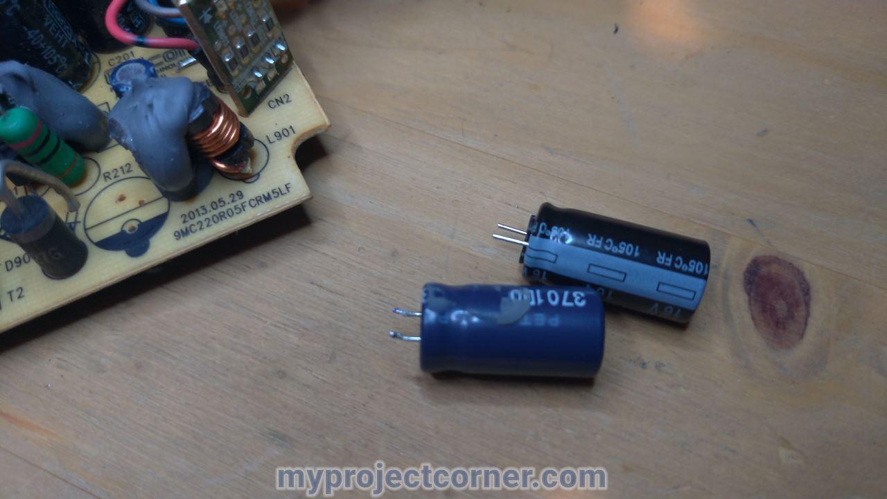 Un pequeño condensador sin soldar en la xbox un psu