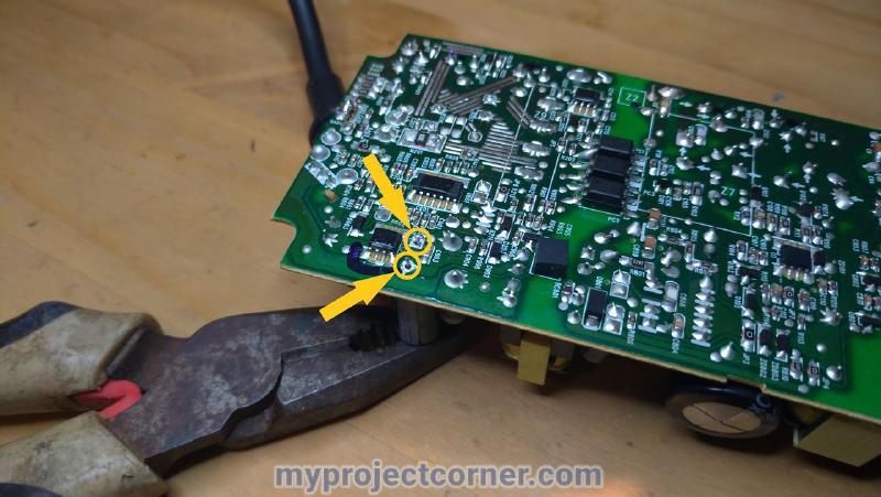 Soldando un nuevo condensador pequeño en la xbox un psu