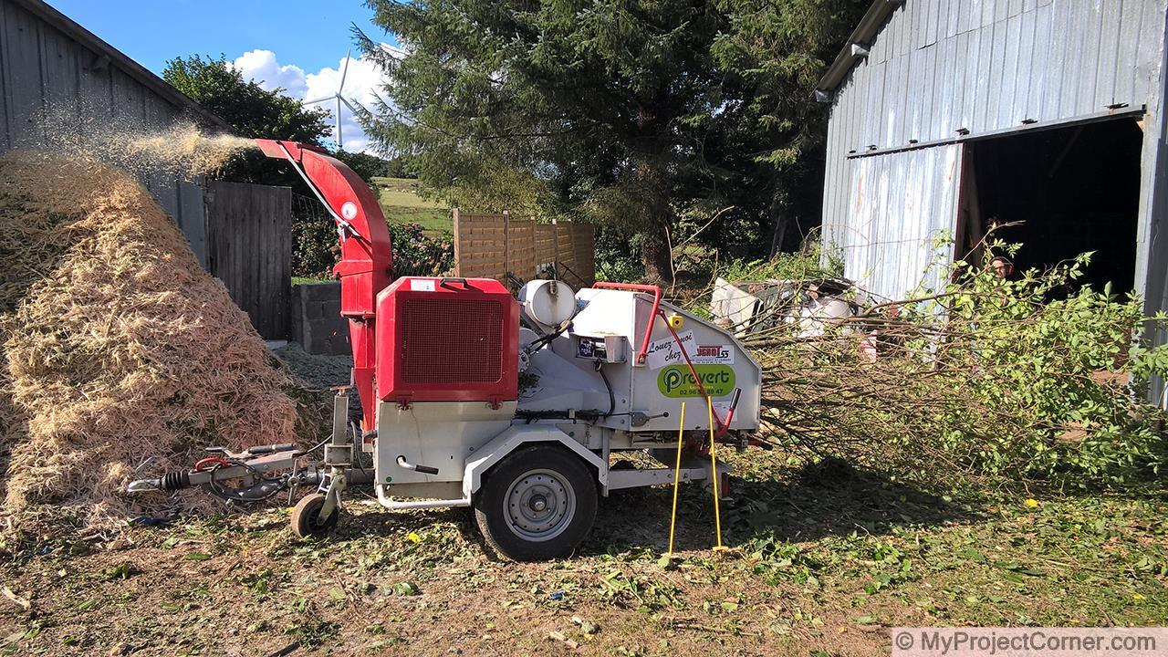 La astilladora de madera en acción