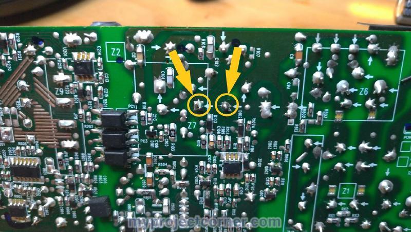 Soudage d'un nouveau gros condensateur sur la xbox one psu