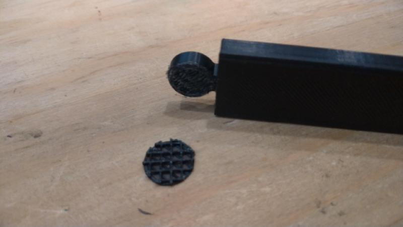removing support from magnetic poster holder